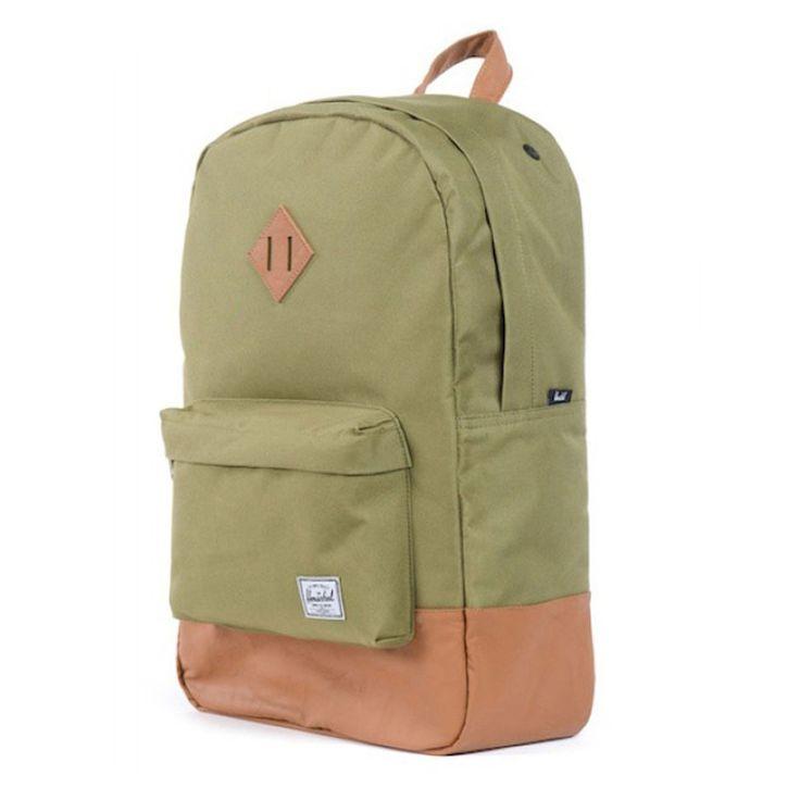 Das Herschel Heritage Backpack gibt sich betont minimalistisch und glänzt lieber durch hervorragende Verarbeitung, feine Details und eine eigene Form, die an den Standard-Klassiker der Herschel-Linie angelehnt ist. Wie bei allen Herschel-Rucksäcken besteht das Obermaterial aus robustem, synthetischem Canvas, während innen das typische hausgemachte Futter den Ton angibt.<br /><br />Herschel Heritage Backpack - Features:<br /><br />-leicht zugreifbare Fronttasche mit Reißverschluss<br ...