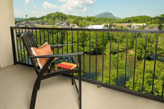 Amazing Views Cabin Rentals has put together a list of the top five advantages of staying at one of our Gatlinburg cabins on the water: