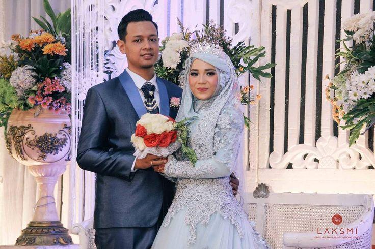 Cinta selalu membuat rumit, namun aku ingin menyederhanakan semua cinta ini dengan PERNIKAHAN  .  Makeup by @ninikhidayatia_makeup  Dress by @kebayalaksmi  .  .  #laksmi #laksmikebayamuslimah #kebayalaksmi #laskmiislamicweddingservice #laksmigown #kebayamuslimah #kebaya #muslimahwedding #vendorwedding #weddingku #muslim #muslimah #love #fashion #weddings #vendorweddingsurabaya #vendorsurabaya #surabayaweddingvendor #jakarta #malang #bandung #yogyakarta #surabaya #weddingsurabaya #kebayasyari