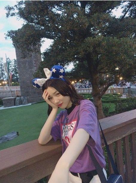 永野芽郁・ 彼女とディズニーでデートなう、 してみたけど へたくそすぎて、ね、♀️ #なのに載せてみる #ぽいっちゃぽいよね? #他の方の見ると差が激しい笑
