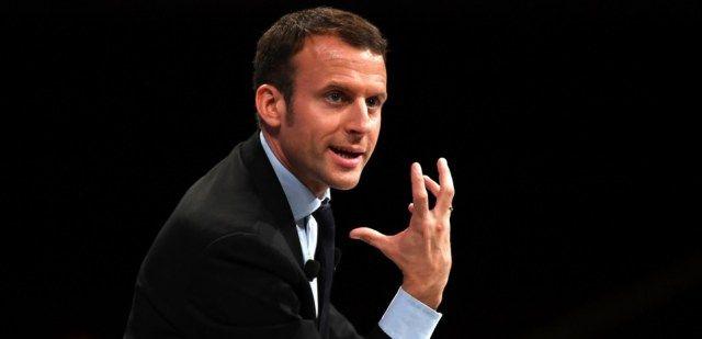 Macron se livre contre le livre de Hollande