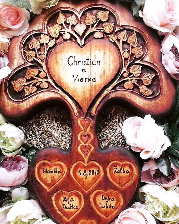 STROM LÁSKY Spojili sa naše mená  Stretol som ťa v jeden deň tichá túžba sa zrodila zatúžil som po láske čo ti v hrudi silno zahorela. Dala som ti svoje srdce čo sa k tebe ponáhľa zobral som si tvoje bozkyčo mi láska ponúkla. Vyryli sme do dreva naše mená spojené vyryli sme do dreva priateľov jak korene. V tento vzácny teplý deňspojili sa naše mená.. Strom z krásneho masívneho topoľového dreva ktorý som autorsky navrhla a drevorezbou dozdobila následne farebne kolorovala. Symbol lásky a aj…
