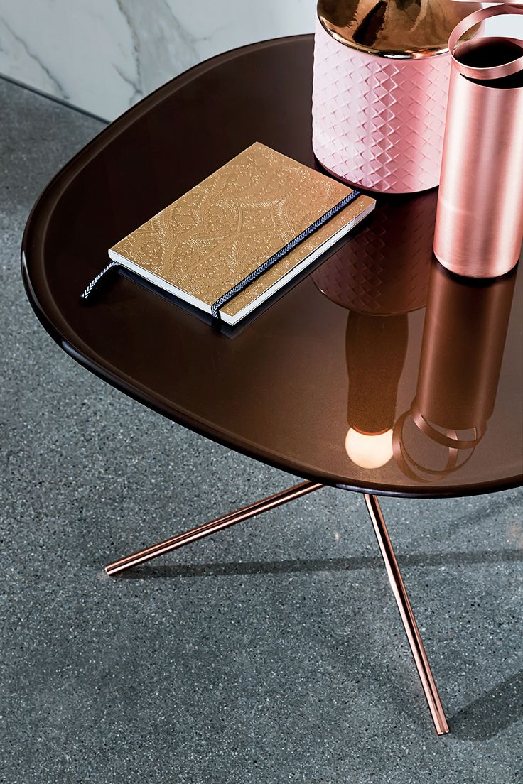 Genius detail with polished copper  base. #Sovet #sovetitalia #interior #decor #home #style #minimalism #archilovers #interiordesigner #glass