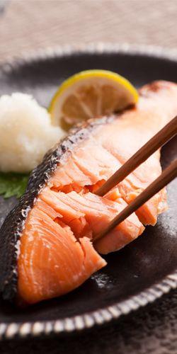 Shiojake, Traditional Japanese Salt-grilled Salmon, with Grated Radish Oroshi|ふっくら銀鮭