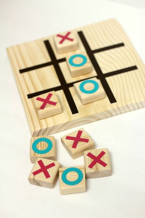 DIY Wooden Tic Tac Toe with the help of your Silhouette #giftidea #kidscraft #kidsgames #vinyl