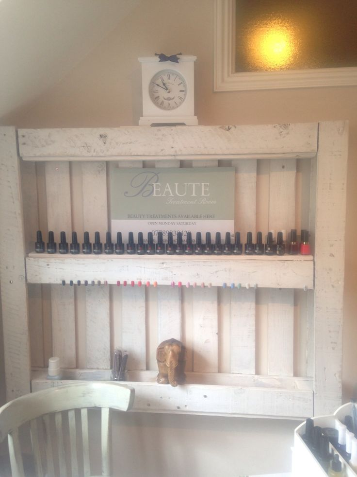 BEAUTE treatment room, Jessica Geleration  DIY pallet made by Lumbergent