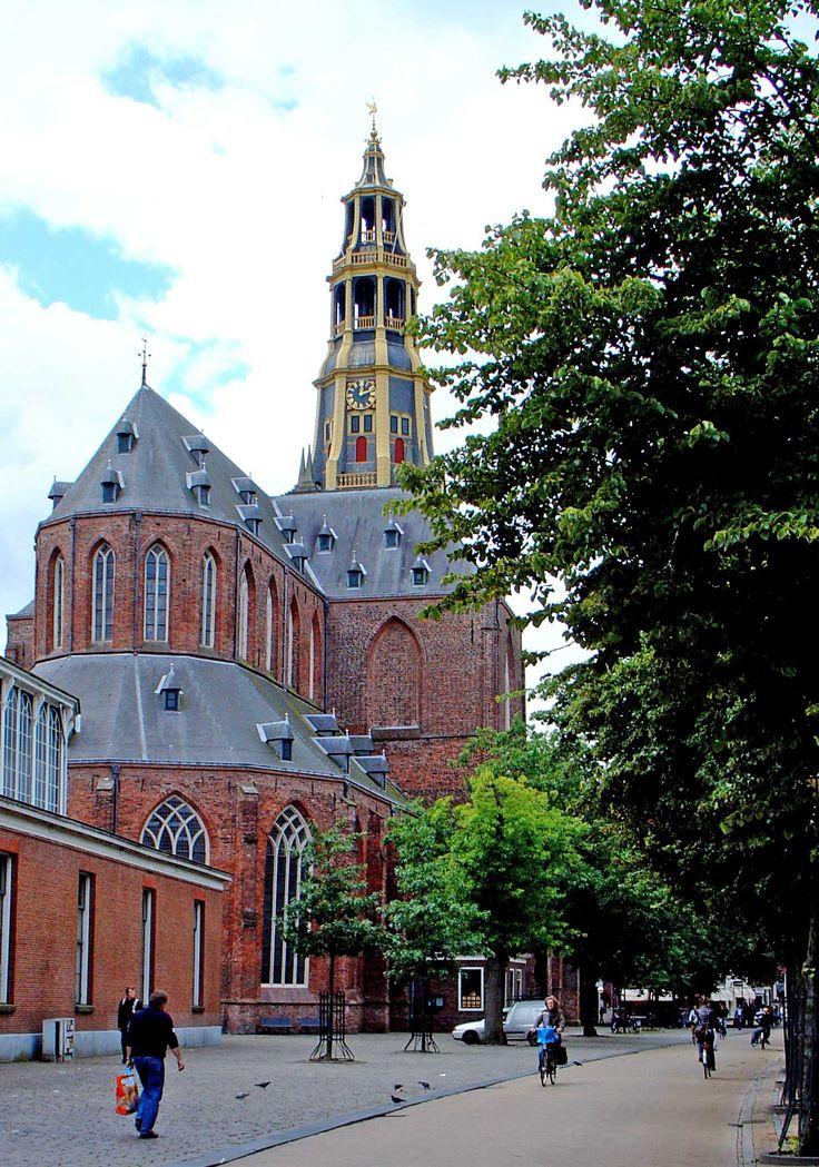 De Der Aa-kerk (ook: A-kerk) is, naast de Martinikerk, het tweede middeleeuwse kerkgebouw in het centrum van de stad Groningen. Gezien vanaf de Vismarkt torent de kerk, gelegen aan het Akerkhof, hoog uit boven de Korenbeurs.