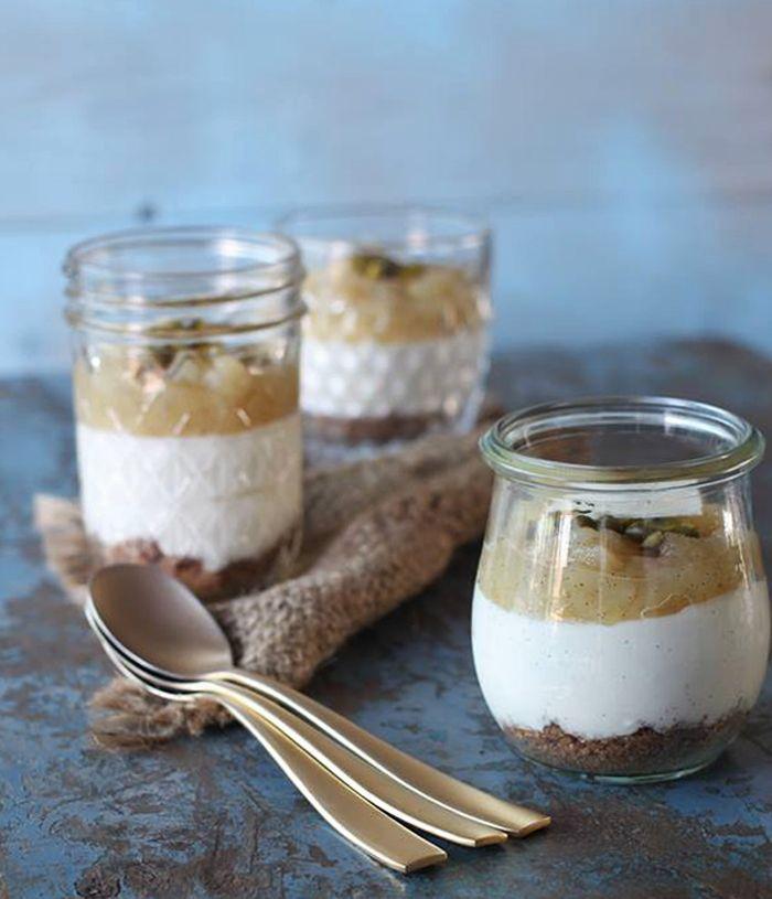 Cheesecake i glas med æbler og kanel – uden husblas! | cutecarbs.com | Bloglovin'