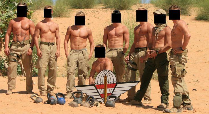 Austrian Jagdkommando operators during operation EUFOR in Chad 2008.[2.048x1.116]