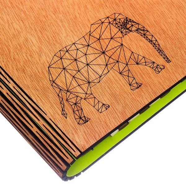 libreta-tapas-madera-papel-reciclado-grabado-laser-detalle-tapa-frente-Elefante