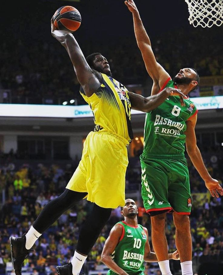 Anthony Bennett bang out against Baskonia in Spain