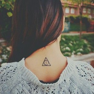 Deathly Hallows | 31 Totally Drool-Worthy Tattoos For Fantasy Lovers @aglezmartin  aquí a las chicas os queda super sexy
