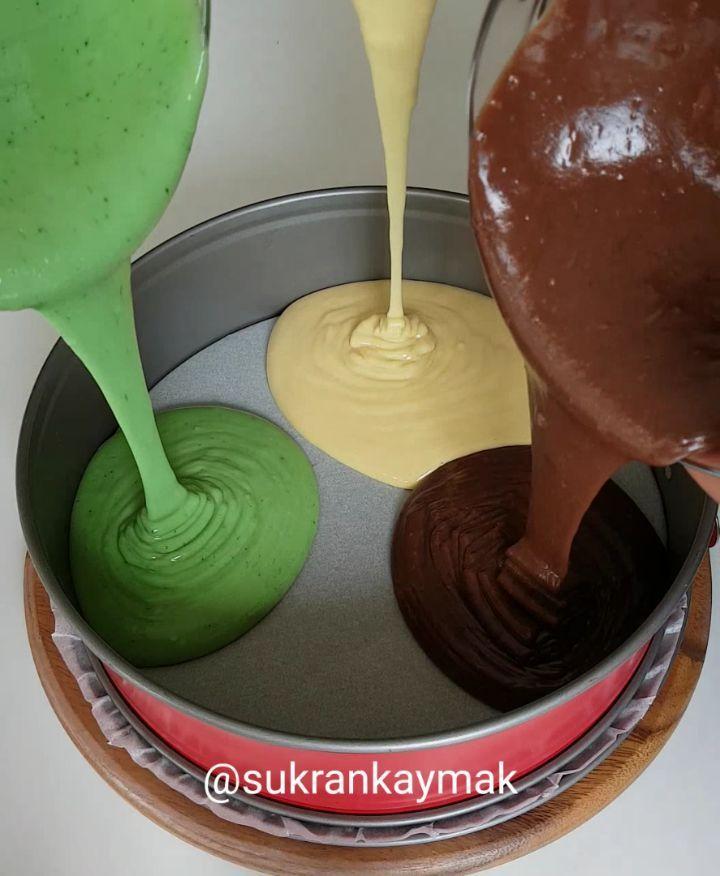 """18k Likes, 1,427 Comments - Şükran Kaymak (@sukrankaymak) on Instagram: """"Enfes Pamuk kek yaptim üstelik renklimi renkli 😍❤gelsin mi tarifi canlar❤❤ . . 4 yumurta 1 su…"""""""
