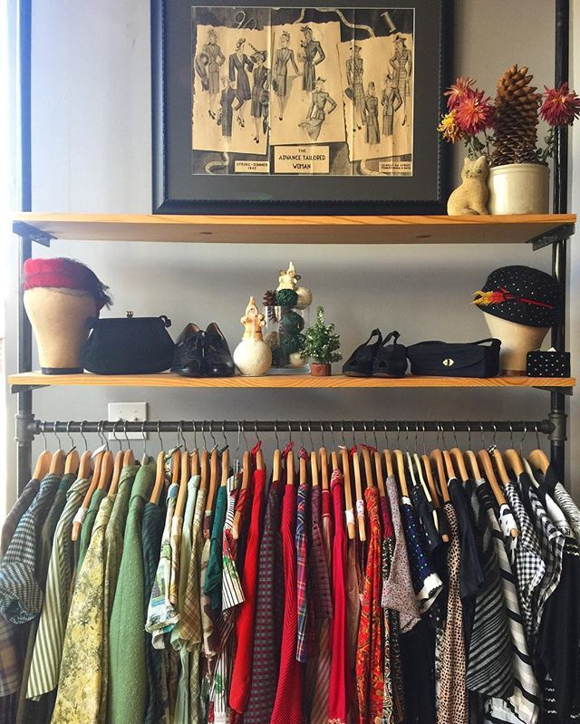 Shop Small Saturday! Come checkout #dethrosevintage, here @marketsupplyco! Open till 7pm and tomorrow 11-5. Entire shop is on sale & partial proceeds will be going to Mujeres Latinas en Acción here in Pilsen & to the Sioux Tribe of Standing Rock donation fund❤️ #giveback #community #shopsmall #shopsmallsaturday #dethrosevintage #marketsupplyco