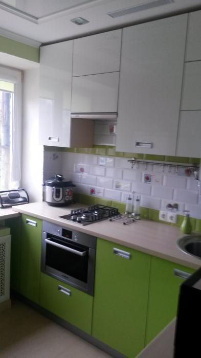 Маленькая кухня, как обустроить кухню 5,6 метров, бело-зеленая кухня фото