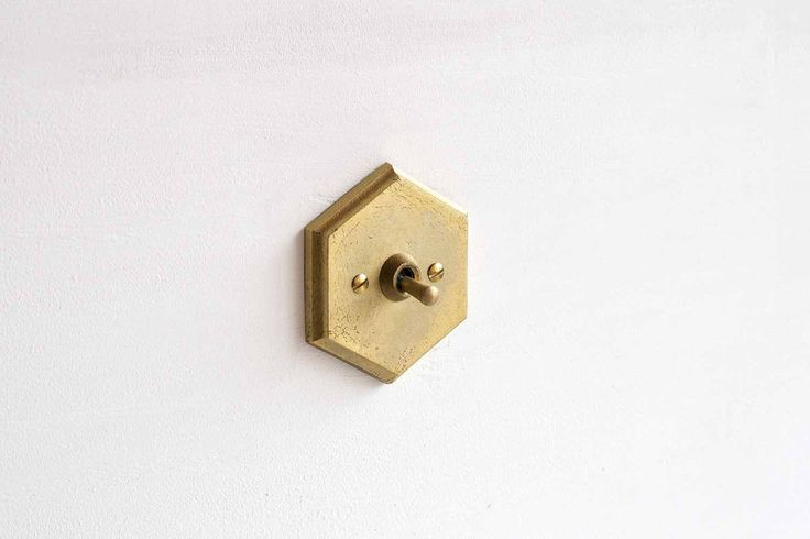 Brass Switch Plate 六角形開關蓋板 / Matureware by Futagami 真鍮鋳肌の建築金物。