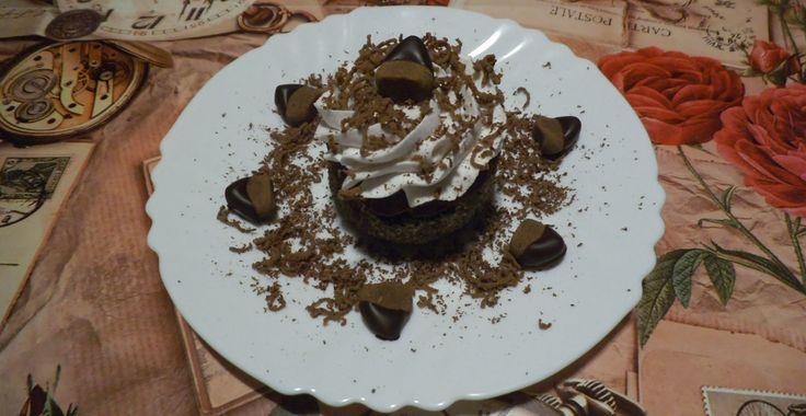 Meggyes-gesztenyés süti   Munka közben vagy után, meggyes és gesztenyekrémes édes nassolnivaló. A receptet Kovács Dániel készítette. Szavazzon oldalunkon a legötletesebb ételre!