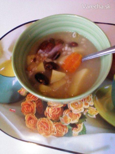 Krúpová polievka s údeným bravčovým kolenom