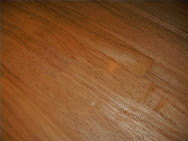 As Polyurethane Finishes Grow Older They Have The Tendency To Give Off A Yellow Hue This Unappealing Situatio Polyurethane Floors Diy Wood Stain Diy Staining