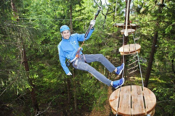 En av Skandinavias største og flotteste klatreparker, kun 30 minutter fra Oslo sentrum. Oslo Sommerpark har 150 elementer i trærne fordelt på ni forskjellige løyper med ulik vanskelighetsgrad. Velg mellom miniløyper, familieløyper og tøffe løyper opptil 20 meter over bakken. Klatreparken har også flere zip-lines - den lengste med spenn på hele 230 meter. De tøffeste kan hoppe fra Tigerspranget og oppleve fritt fall fra 20 meter over bakken. Rundt parken er det flere koselige grill- og…