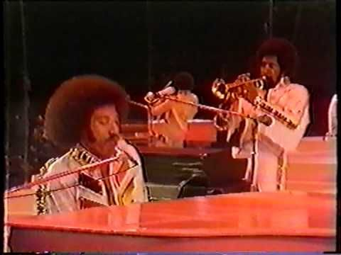 The Commodores Easy - YouTube