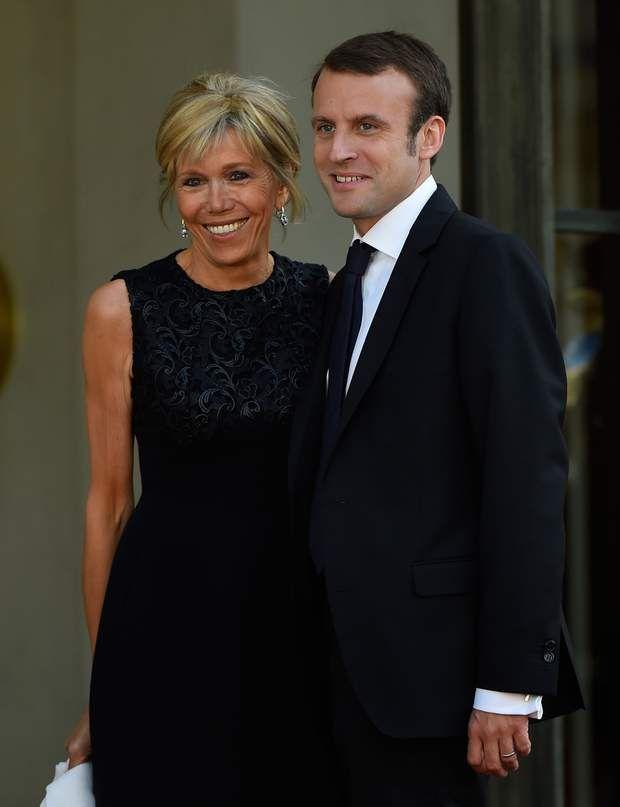 Brigitte Macron Son Evolution Coiffure En Images Cheveux Mi Long Coiffure Brigitte Macron