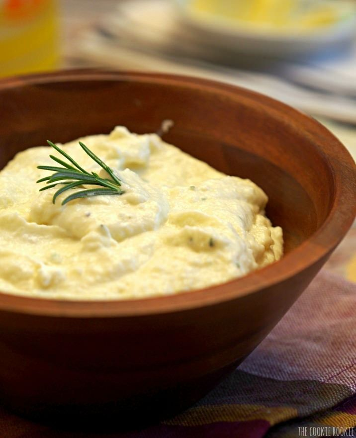 Rosemary Garlic Mashed Cauliflower! Healthy and delicious alternative to mashed potatoes. | The Cookie Rookie