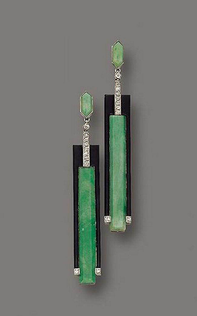Estilo Art Decó de estética vanguardista. Pendientes de oro y platino,jade, esmalte y diamantes de Gerard Sandoz, 1925. Estética geométrica y estilizada con contraste de color