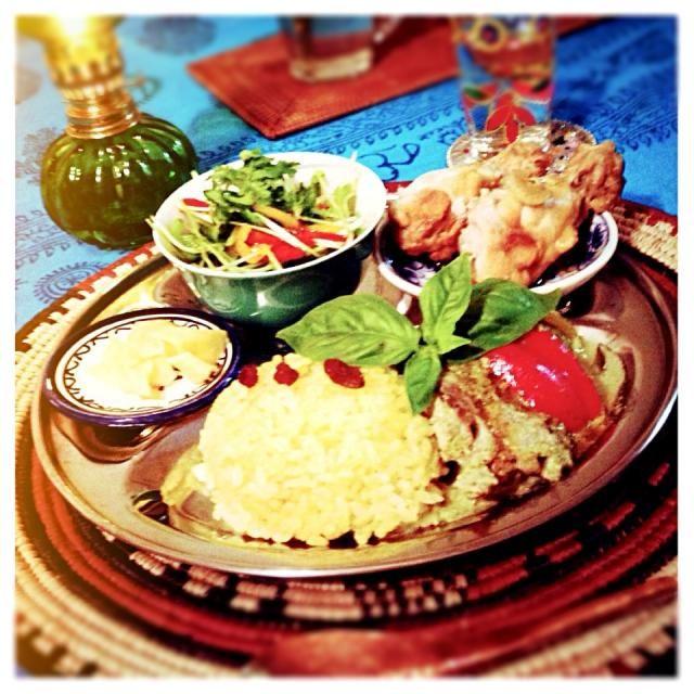 辛いもの苦手な旦那さんのために、青唐辛子ではなく、辛くないししとうで作りました(=゚ω゚)ノ - 25件のもぐもぐ - グリーンカレーと鶏のアドボ by wakaneko