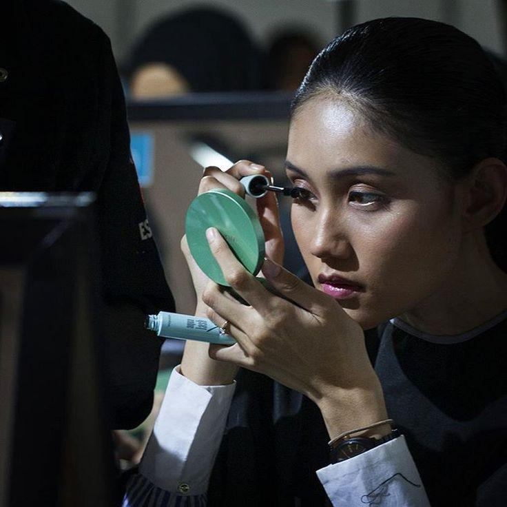 """Kosmetik Wardah selalu ada setiap kesempatan terbaik dalam hidupmu. Nyalakan inspirasi cantikmu dengan Wardah Exclusive Series untuk dapatkan tampilan…"""
