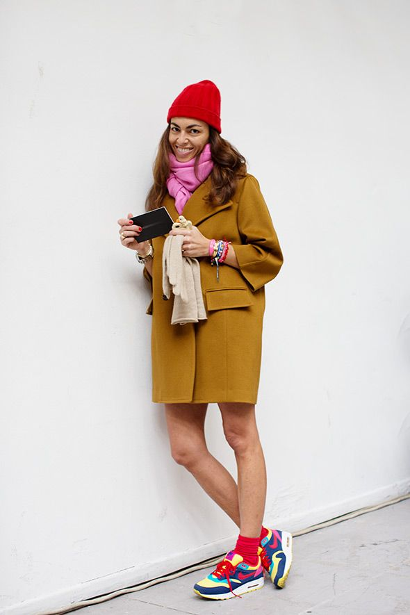Ok i'm totally definitely not into color block or dunno-what but this outfit looks so perfect to me.    Especially considering the camel coat.