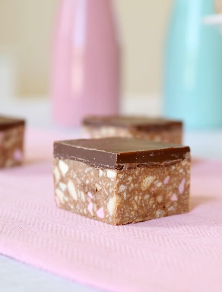 No-bake and so simple… this Clinkers Slice recipe really is the best thing ever! This is one of the most popular recipes on the website!! #clinkers #slice #nobake #bars #thermomix #conventional #easy #recipe