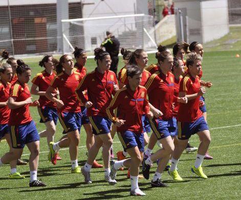 La selección española femenina de fútbol hizo historia con su debut en el Mundial de Canadá. Desde Atmósfera Sport les deseamos toda la suerte del mundo en esta nueva andadura