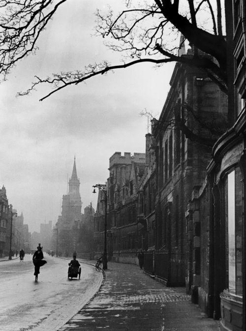 Alfred Eisenstaedt, Street Scene, Oxford, England, 1931