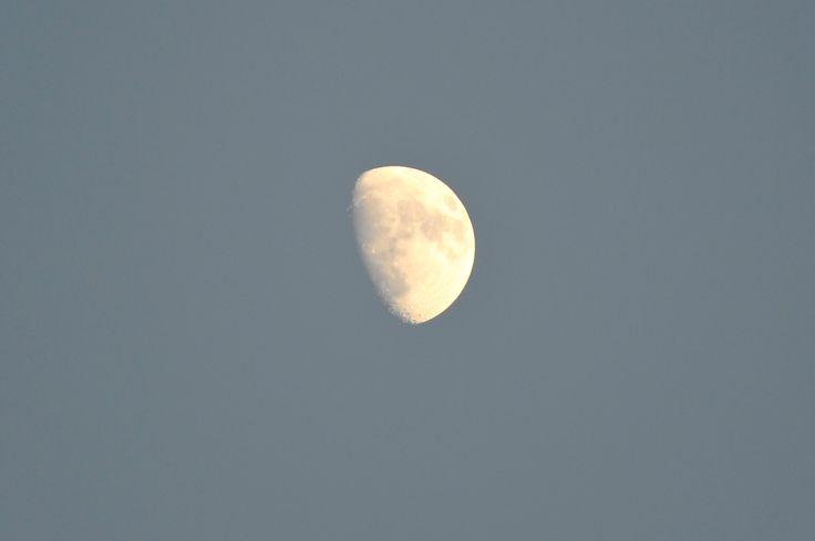 Halfvolle maan 20 april 2013 - www.deverbeelder.nl