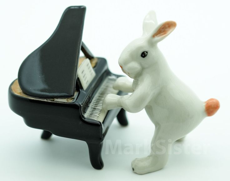 Figurine Ceramic Rabbit Playing Piano Animals Of Glass