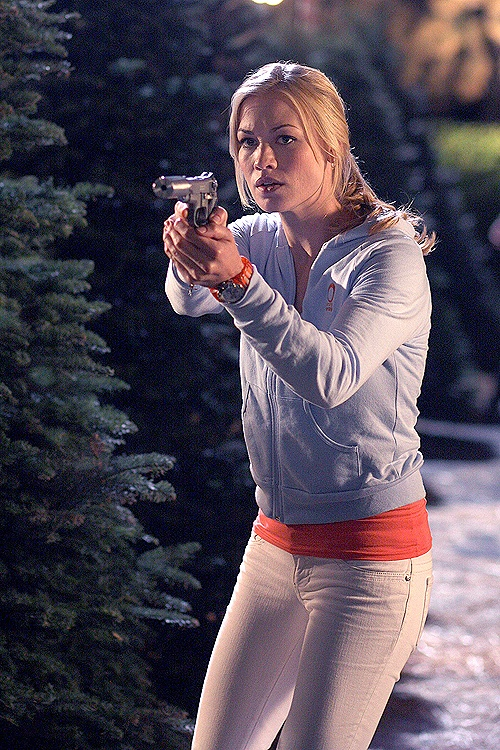 Sarah Walker Can I just say the music in this scene KILLED me. It was the eeriest effect, having a kids' choir singing Christmas carols + Bon Iver + killing someone in cold blood... seriously...