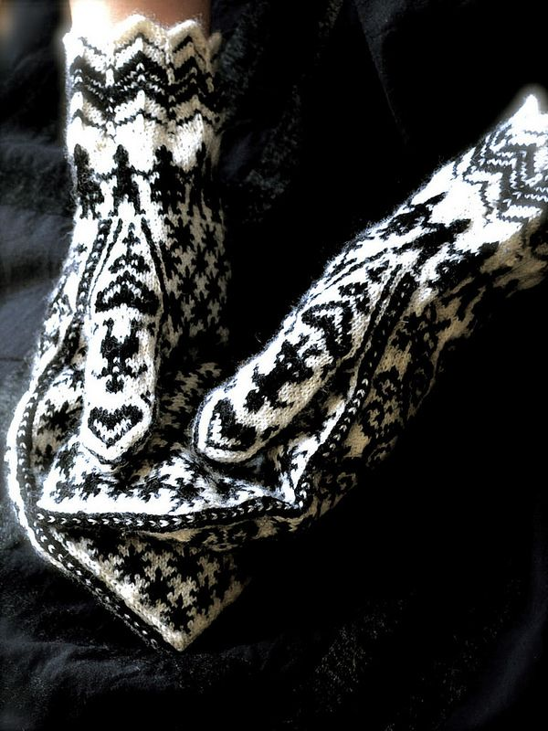 Selbu Mitten - there are no instructions. Just pinned for inspiration.