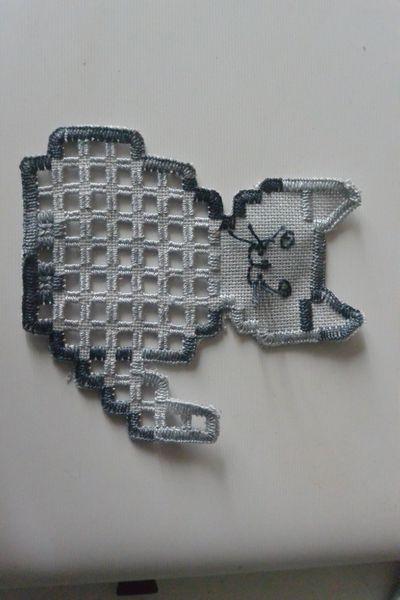 http://www.fait-maison.com/maison-et-deco/objets-deco/21119-beahardangeretcie_grille-format-pdf-pour-broder-ce-chat-en-hardanger.html