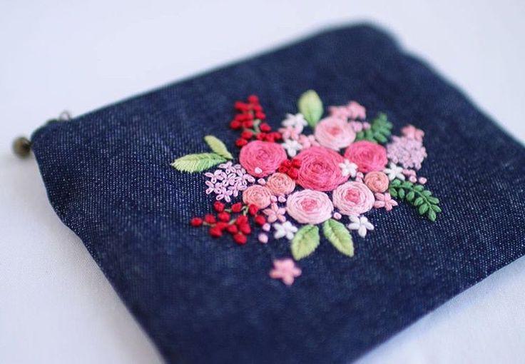 * . デニムのミニポーチ . . #刺繍#手刺繍#ステッチ#手芸#embroidery#handembroidery#stitching#needlework#자수#broderie#bordado#вишивка#stickerei#ハンドメイド#handmade