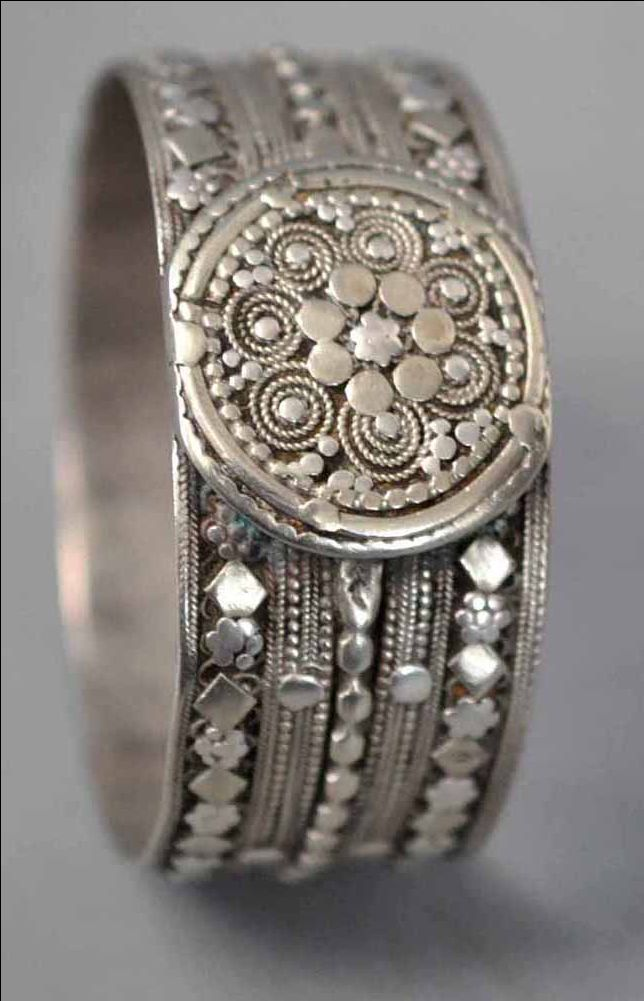 Bangle with granulation , Yemen (archives sold Singkiang)