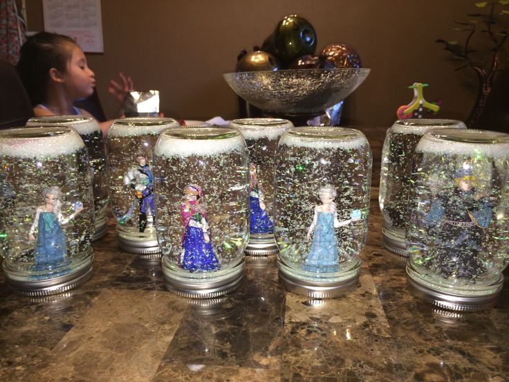 Disney Frozen snow globes! DIY How to make them found on my DIY board... Mason jars super fine glitter disney frozen figurines and 6 drops of glycerin!