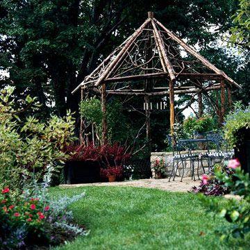 Pavillon de jardin dans le style rustique en branches d'arbres