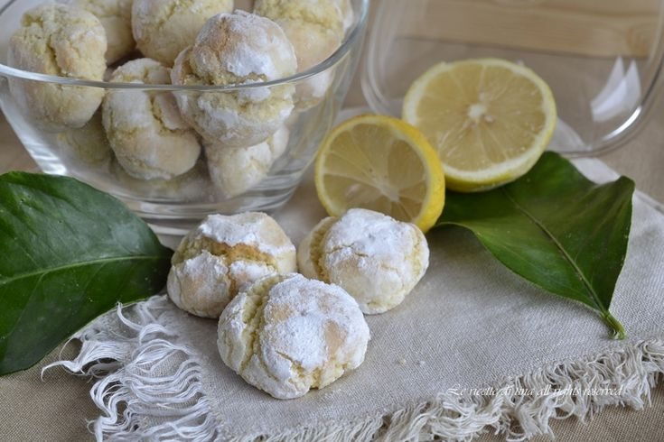 Biscotti cocco e limone,morbidi,freschi e profumatissimi.Dei pasticcini da colazione,merenda o per l'ora del te'