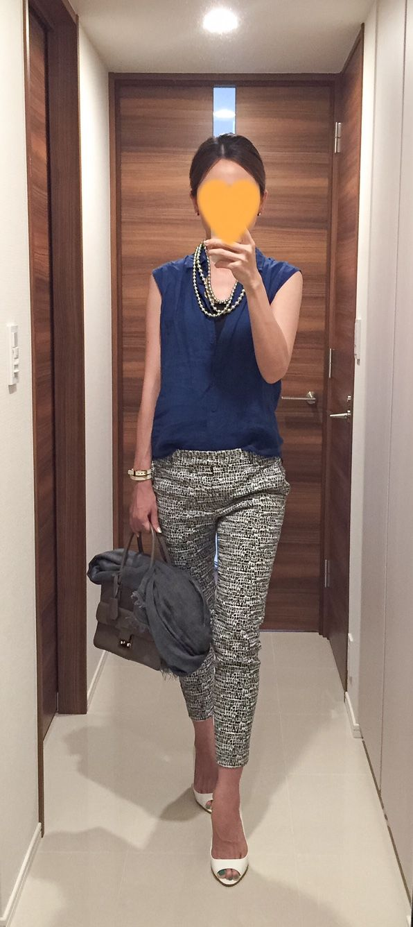 Blue shirt: Uniqlo, Pants: Tomorrowland, Beige bag: ANYA HINDMARCH, White sandals: Miu Miu