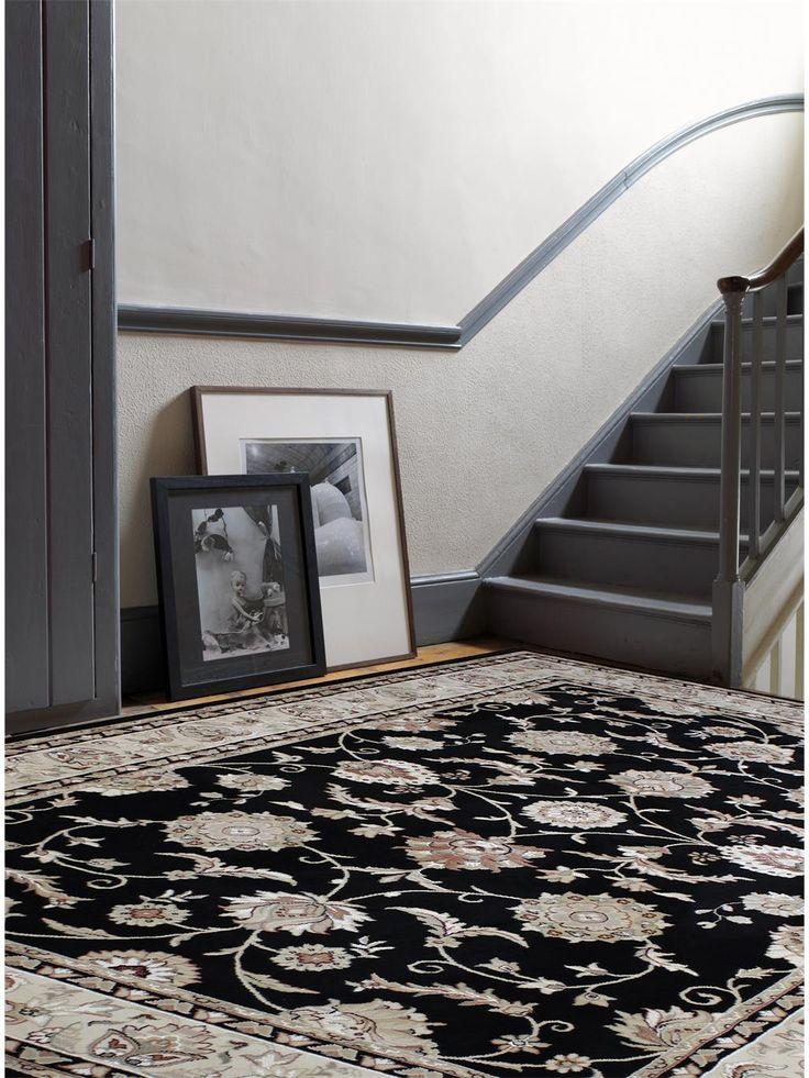 http://www.benuta.de/orientteppich-viscount-schwarz-3-4.html Der Orientteppich Viscount in schwarz zaubert Eleganz auf den Boden und ist dabei erschwinglich.