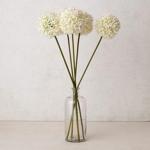 Love flowers but hate how short-lived they can be? These faux flowers sure to fool the eye make it easy to have a floral arrangement that lasts and lasts. | archdigest.com