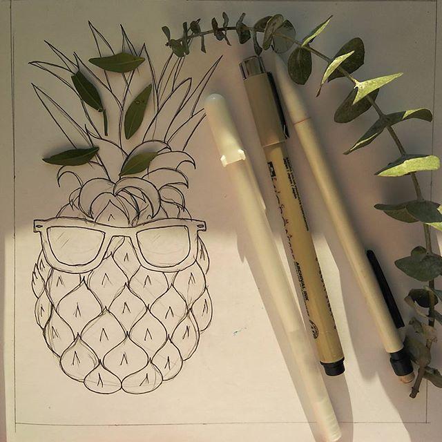 Work in progress.#sketchbook #sketch #pineapple #sunglasses #summer #fruit #скетчмаркерами #скетчбук #иллюстраторвеликийновгород #иллюстрация #ананас #фрукты #лето #пиноколада#рисунок #впроцессе