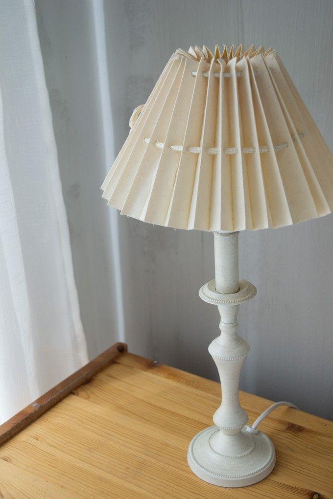 White and grey are always fashionable. / Hillityt värit valkoinen ja harmaa ovat ajattomia valintoja. www.valaistusblogi.fi