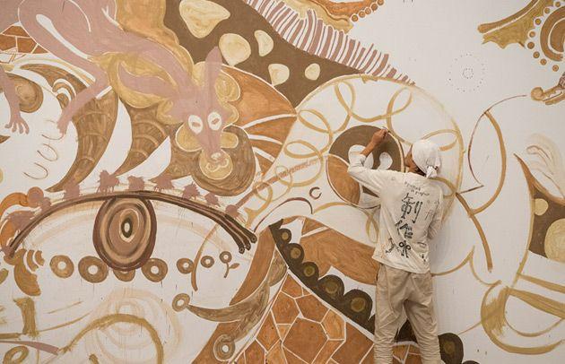 Yusuke Asai Artista inova e cria mural impressionante com 27 tons de terra